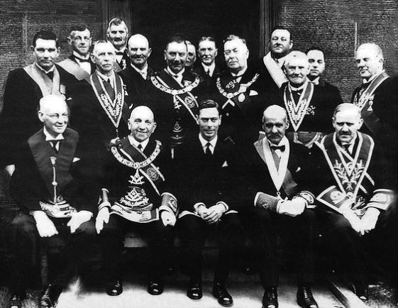 Resultado de imagem para rei george vi com maçons britanicos