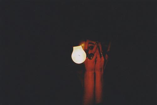 Resultado de imagem para luz na escuridão tumblr