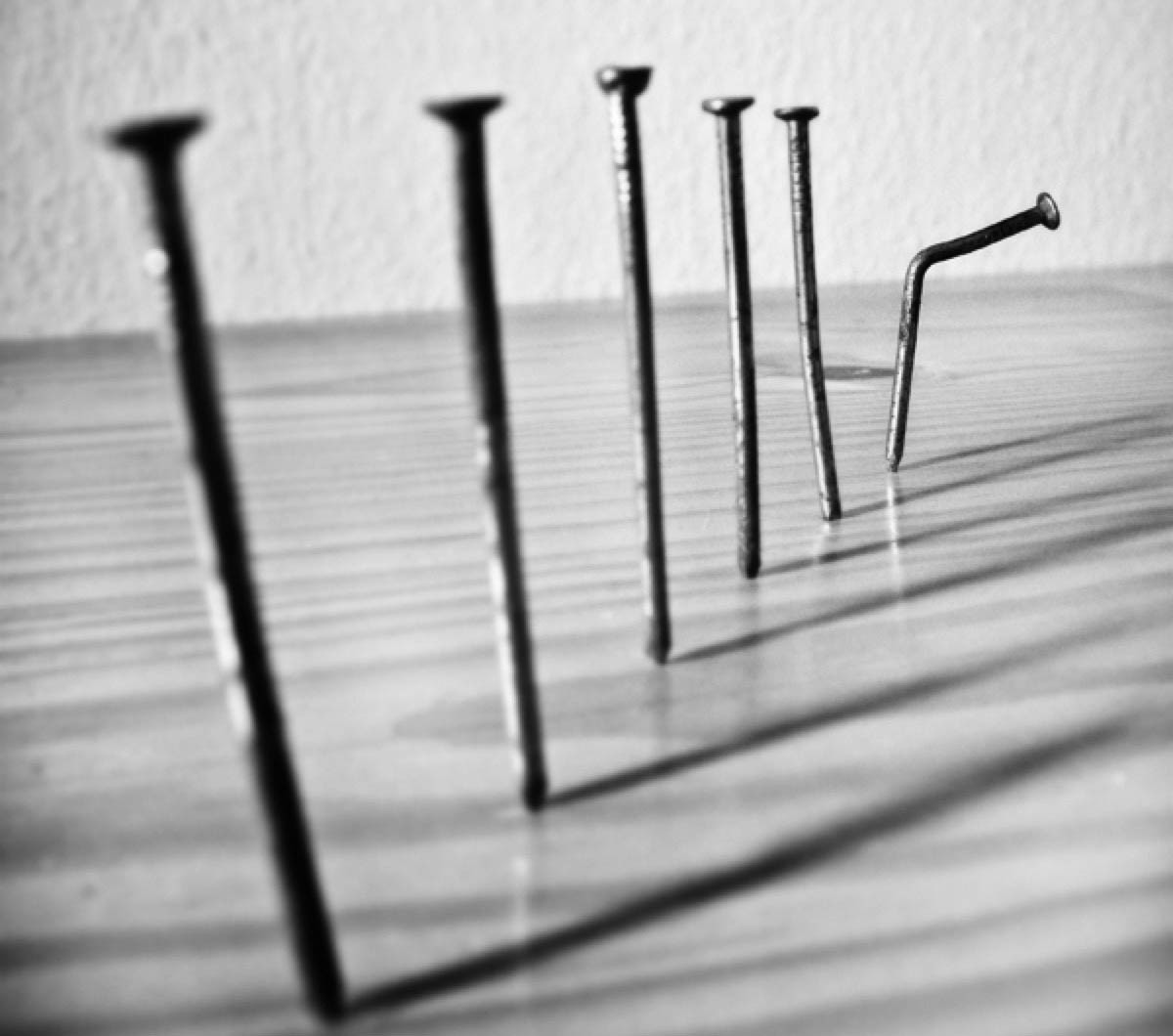 Bem-vinda imperfeição. Abro a porta para ela entrar… | by Nalini  Vasconcelos | Revista in-Cômoda | Medium